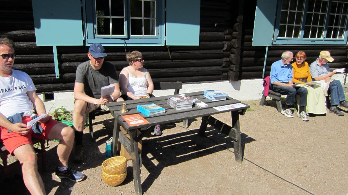Jan Erik Skjeggerud og Therese Olsen passet salget av våre årbøker.